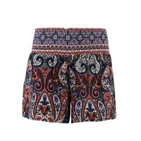 Kurze Shorts mit Paisley-Print von Saint Tropez in Sharon Rose